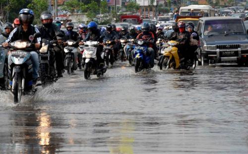 https: img.okeinfo.net content 2020 01 25 87 2158146 perayaan-imlek-identik-hujan-simak-tips-aman-berkendara-fAx7gdZQL5.jpg