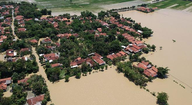 https: img.okeinfo.net content 2020 01 28 512 2159454 banjir-masih-melanda-pekalongan-warga-lebih-parah-dari-tahun-lalu-MYyKxGHYuA.jpg