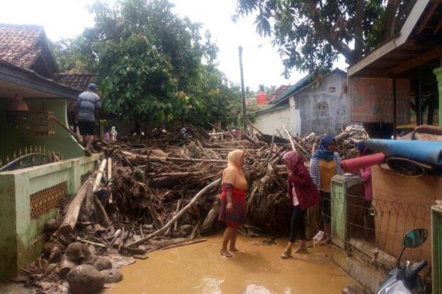 https: img.okeinfo.net content 2020 01 31 519 2161224 banjir-bandang-terjang-lereng-gunung-kawi-warga-terisolir-akibat-3-jembatan-putus-PkuMxOWd7z.jpg