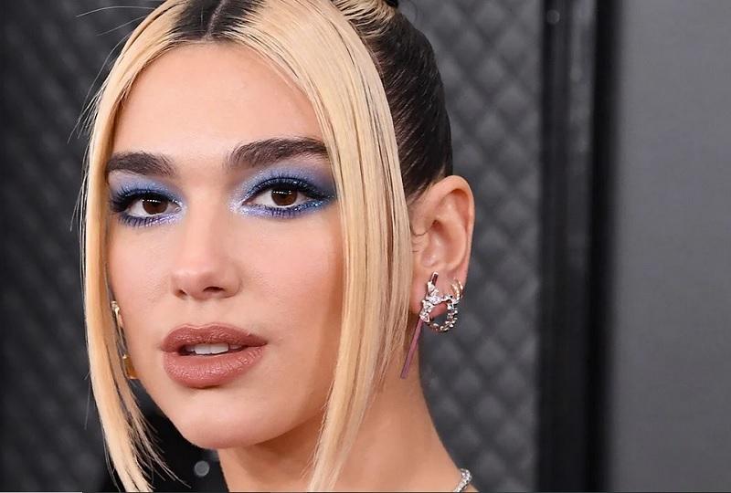 https: img.okeinfo.net content 2020 02 01 611 2161711 4-inspirasi-makeup-terbaru-mata-biru-ala-dua-lipa-hingga-bibir-vitamin-c-5N2Ai3udqm.jpg