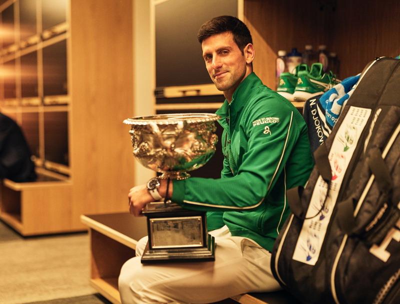 https: img.okeinfo.net content 2020 02 03 40 2162384 djokovic-girang-awali-musim-dengan-gelar-juara-australia-open-2020-TdUDRfL9H8.jpg