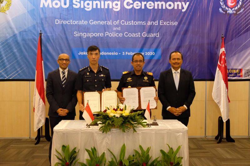 https: img.okeinfo.net content 2020 02 04 1 2163013 kerja-sama-pengawasan-laut-bea-cukai-teken-mou-dengan-singapore-police-coast-guard-t88f7IZSXe.jpg