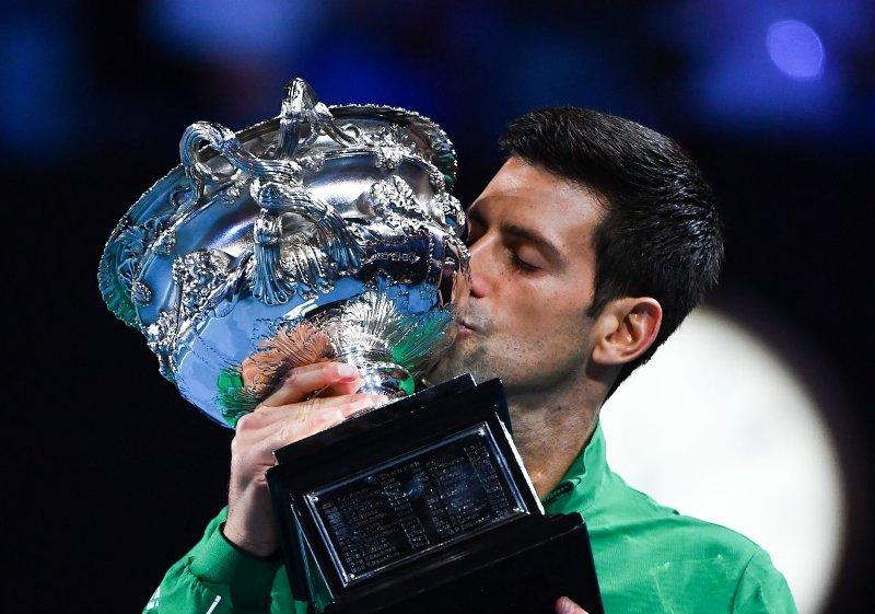 https: img.okeinfo.net content 2020 02 04 40 2163046 juara-australia-open-2020-djokovic-geser-nadal-di-peringkat-dunia-vi8u662lV5.jpg