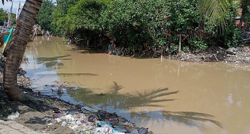 https: img.okeinfo.net content 2020 02 05 525 2163706 warga-cirebon-khawatir-banjir-susulan-terjadi-saat-turun-hujan-B1ouWYoGyQ.jpg