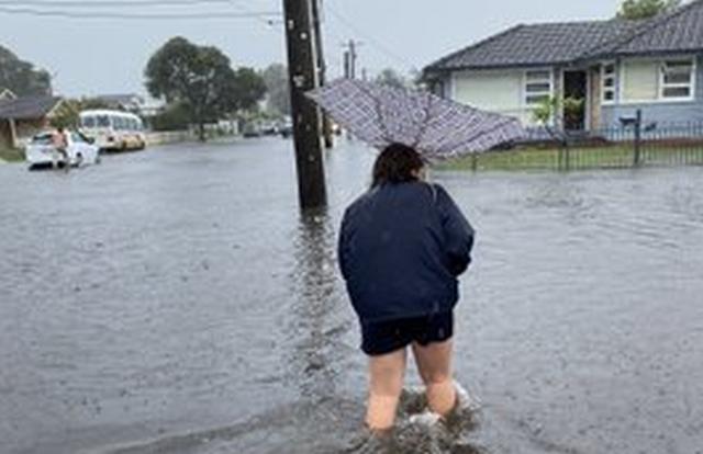 https: img.okeinfo.net content 2020 02 07 18 2164854 banjir-rendam-sydney-australia-warga-kantor-saya-seperti-pulau-JHA4ZJooum.jpg