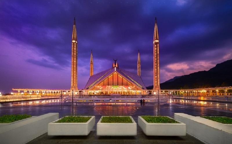 https: img.okeinfo.net content 2020 02 07 615 2164797 indahnya-masjid-faisal-yang-arsitekturnya-terinspirasi-dari-tenda-badui-BvuYO6cDz7.jpg