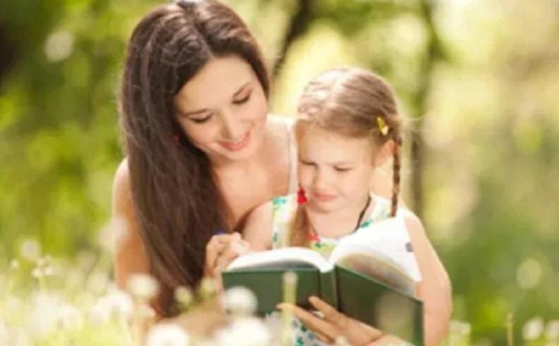 https: img.okeinfo.net content 2020 02 10 196 2166340 ayah-dan-ibu-pendongeng-terhebat-bagi-anak-anaknya-3p3YHyxmhH.jpg