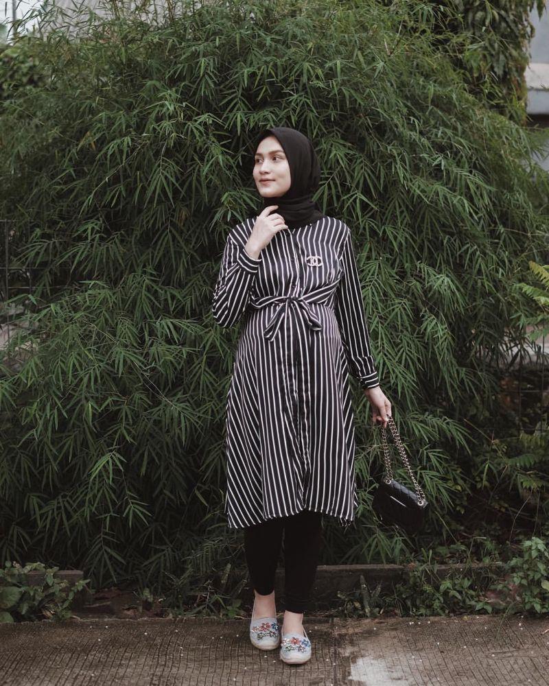 https: img.okeinfo.net content 2020 02 12 617 2167303 moms-yuk-intip-inspirasi-style-hijab-modis-dan-santun-saat-hamil-PkRmAYmjfg.jpg