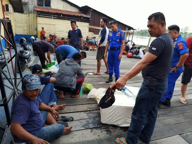 https: img.okeinfo.net content 2020 02 13 340 2168166 kapal-bermuatan-44-orang-tki-ilegal-dari-malaysia-ditangkap-di-perairan-asahan-IRLjbnr9PZ.jpg