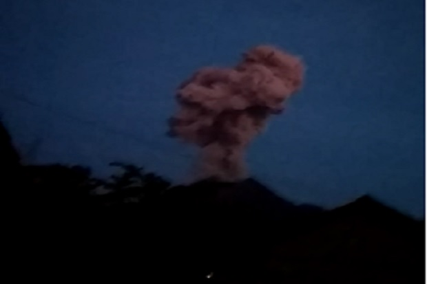 https: img.okeinfo.net content 2020 02 13 512 2167685 gunung-merapi-erupsi-warga-diminta-waspada-abu-vulkanik-awan-panas-QYvlglyOD1.jpg