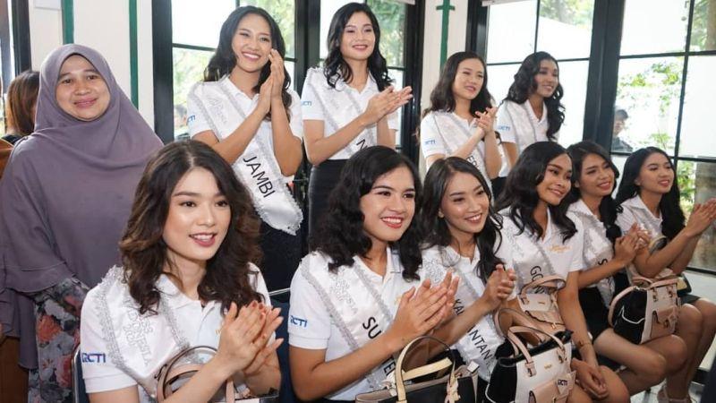 https: img.okeinfo.net content 2020 02 13 611 2167711 karantina-miss-indonesia-hari-ke-5-34-finalis-main-ke-panti-asuhan-anak-berkebutuhan-khusus-5x0rlNf5n8.jpg