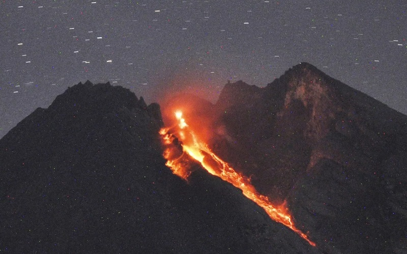 https: img.okeinfo.net content 2020 02 13 612 2168112 ini-penyebab-kilatan-petir-saat-merapi-erupsi-9VsSg8ClmT.jpg