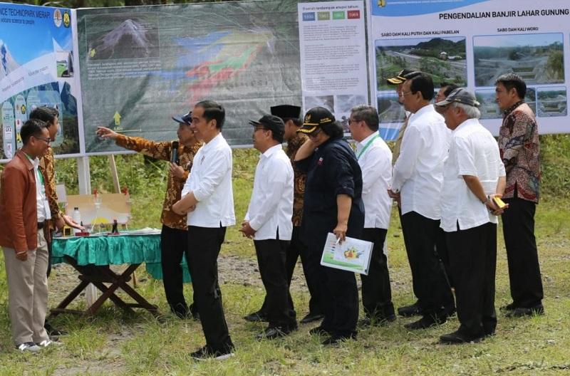 https: img.okeinfo.net content 2020 02 14 320 2168608 presiden-jokowi-cek-pembangunan-pengendali-banjir-lahar-gunung-merapi-di-magelang-Bza7ZzOPRH.jpg