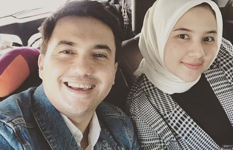 https: img.okeinfo.net content 2020 02 14 33 2168567 mantap-menikah-sahrul-gunawan-pamer-foto-bareng-calon-istri-2XQPZFzpyw.jpg