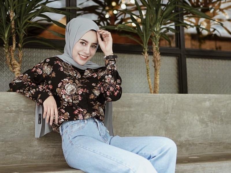 https: img.okeinfo.net content 2020 02 14 617 2168727 4-gaya-hijab-floral-yang-bikin-tampilan-semakin-fashionable-hNoDymGYK1.jpg