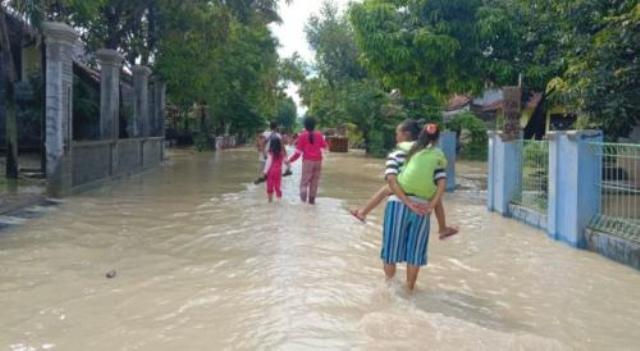 https: img.okeinfo.net content 2020 02 17 525 2169670 banjir-meluas-4-kecamatan-di-cirebon-terendam-banjir-7i8qWDNe9P.jpg