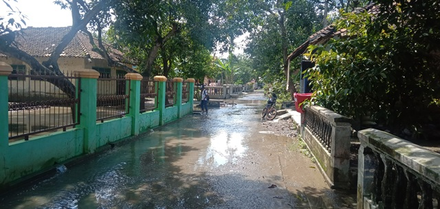 https: img.okeinfo.net content 2020 02 17 525 2169894 banjir-yang-melanda-4-kecamatan-di-cirebon-berangsur-surut-au1XFZGYcV.jpg