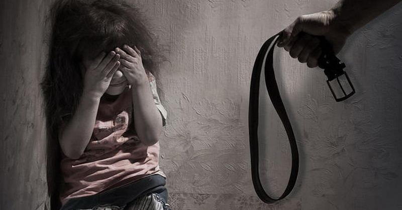 https: img.okeinfo.net content 2020 02 18 608 2170102 ibu-tiri-yang-cambuk-dan-tempeleng-anak-karena-tak-kerjakan-pr-ditangkap-polisi-l8UGzrfRfb.jpg