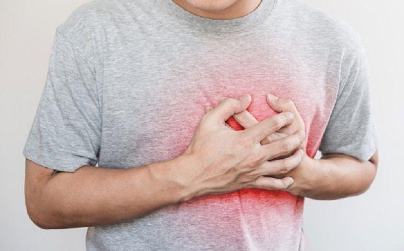 https: img.okeinfo.net content 2020 02 21 481 2172257 5-pertolongan-pertama-ketika-seseorang-alami-serangan-jantung-di-kantor-GkSHKWrKiM.jpg