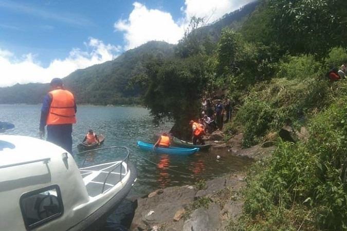 https: img.okeinfo.net content 2020 02 23 244 2172934 ibu-muda-ditemukan-tewas-di-danau-batur-diduga-sengaja-ceburkan-diri-CGpR8gRyzW.jpg
