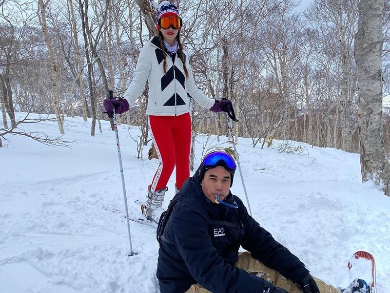 https: img.okeinfo.net content 2020 02 26 406 2174646 mesranya-nia-ramadhani-dan-ardi-bakrie-liburan-main-ski-di-jepang-ZVFhsKUz4p.jpg