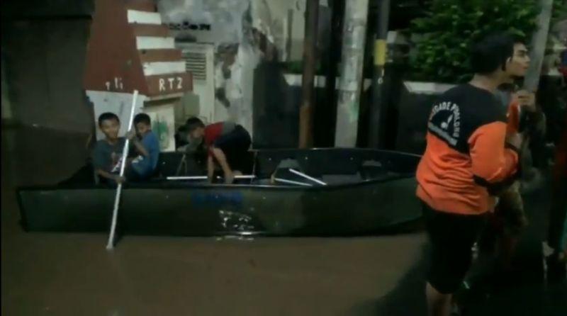 https: img.okeinfo.net content 2020 02 27 519 2174792 banjir-rendam-7-kecamatan-di-pasuruan-YeT34kdLHp.jpg
