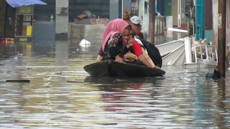 https: img.okeinfo.net content 2020 02 27 525 2174946 penanganan-bencana-banjir-di-jabar-dan-dki-tak-sama-D1wxDJoecM.png