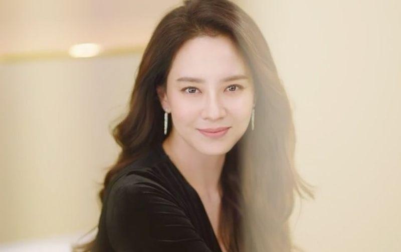 https: img.okeinfo.net content 2020 02 27 611 2175142 hampir-kepala-4-ini-rahasia-awet-muda-son-ye-jin-hingga-song-ji-hyo-7WrHLOdWDv.jpg