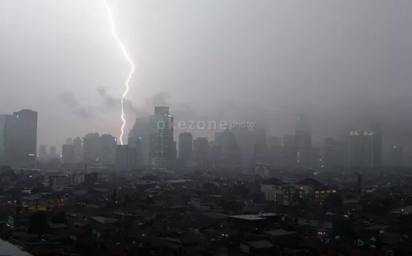https: img.okeinfo.net content 2020 03 04 56 2178140 bmkg-umumkan-wilayah-yang-berpotensi-hujan-lebat-pada-4-6-maret-2020-ElcwBgAAh7.jpg