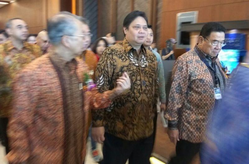 https: img.okeinfo.net content 2020 03 06 320 2179263 menko-airlangga-pastikan-pelarangan-wisman-ke-indonesia-tak-ganggu-investasi-BeRyP8WD6J.jpg