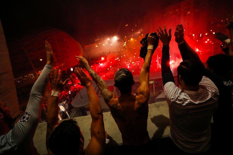 https: img.okeinfo.net content 2020 03 12 261 2182254 tuchel-apresiasi-fans-psg-yang-hadir-di-luar-stadion-parc-des-princes-Qc8clNYXzh.jpg