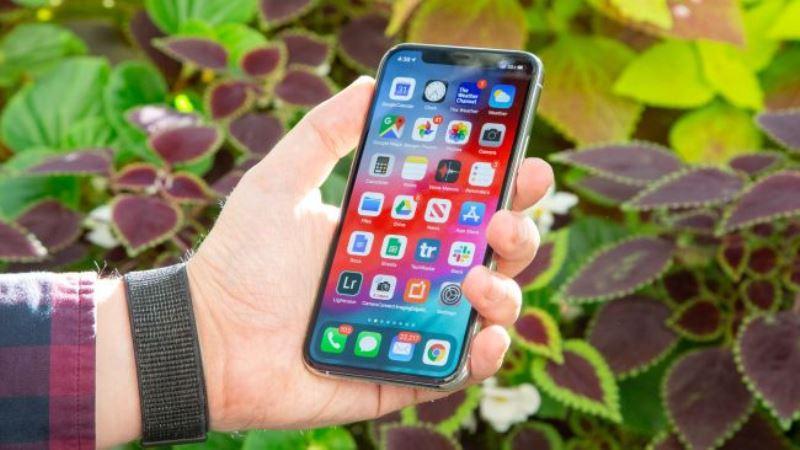 https: img.okeinfo.net content 2020 03 12 57 2182365 apple-tertarik-bikin-iphone-dual-screen-dibanding-ponsel-lipat-3LlzjwptQL.jpg