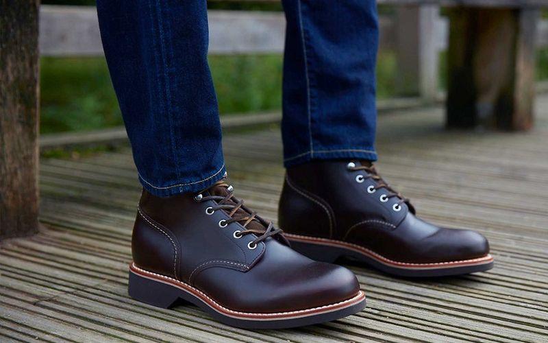https: img.okeinfo.net content 2020 03 15 194 2183703 3-cara-merawat-sepatu-boots-kulit-agar-awet-OeIvlVws2e.jpg