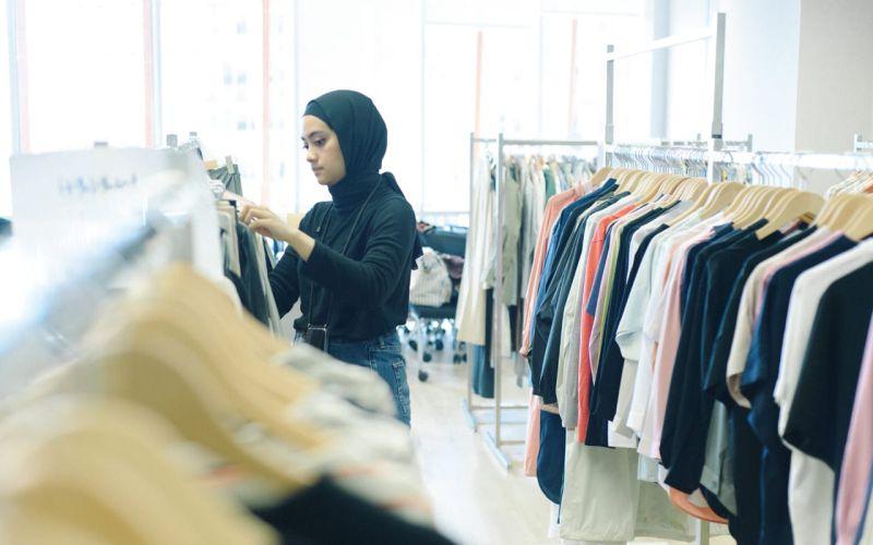 https: img.okeinfo.net content 2020 03 15 194 2183717 modest-wear-padupadan-hijab-ala-ayudia-bing-slamet-eiGyvJhDI4.jpg