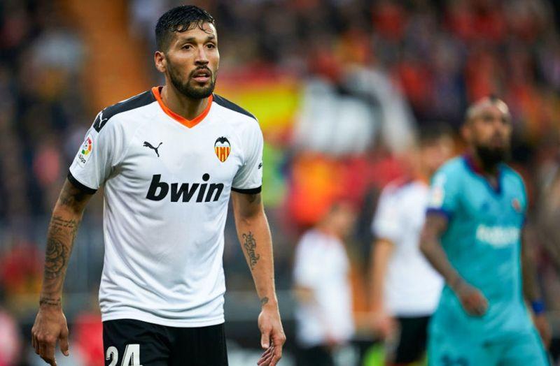 https: img.okeinfo.net content 2020 03 15 46 2183732 ezequiel-garay-jadi-pemain-liga-spanyol-pertama-yang-positif-virus-korona-LE1rzBYf9u.jpg