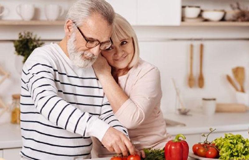 https: img.okeinfo.net content 2020 03 20 298 2186263 5-makanan-sehat-untuk-orang-yang-memasuki-usia-50-tahun-HC82Enj5Fs.jpg