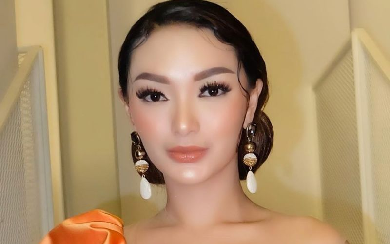 https: img.okeinfo.net content 2020 03 22 194 2187206 pakai-outfit-mencolok-zaskia-gotik-kulitnya-mulus-banget-DtS7qcK8QN.jpg