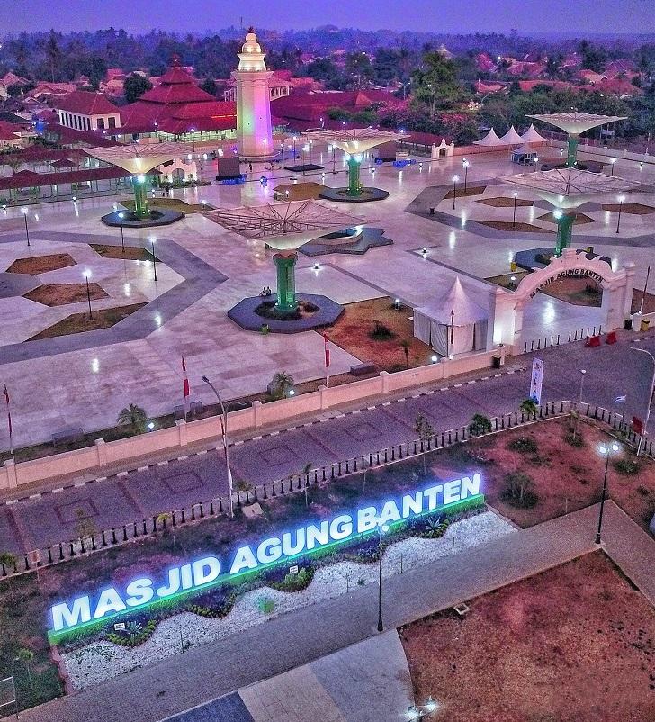 https: img.okeinfo.net content 2020 03 26 615 2189265 intip-pesona-masjid-agung-banten-yang-sangat-mirip-masjid-nabawi-LQqZGEzk1k.jpg