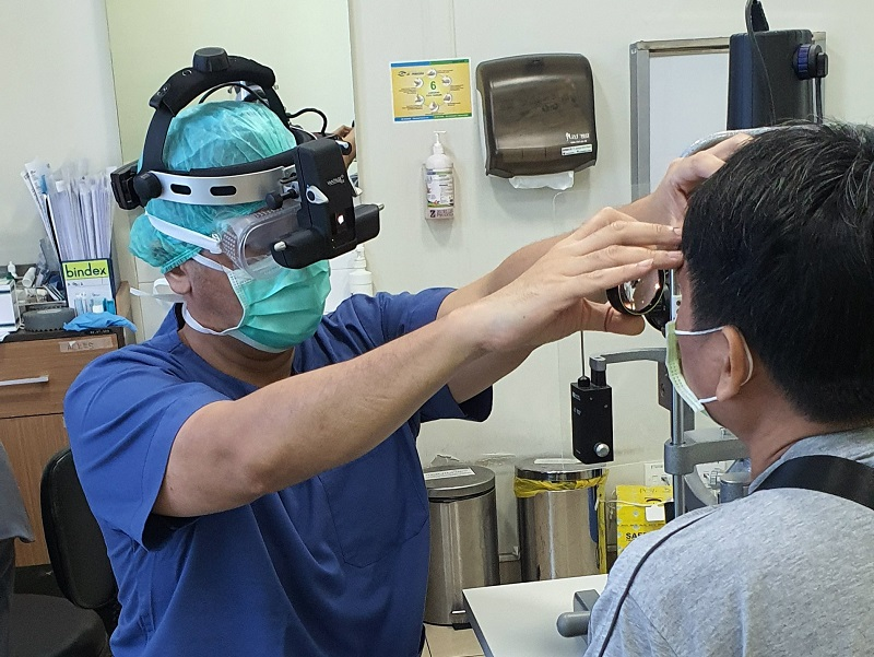 https: img.okeinfo.net content 2020 04 01 481 2192444 cerita-dokter-riva-harus-pakai-apd-periksa-pasien-di-tengah-pandemi-covid-19-FIg9AoXuCL.jpg