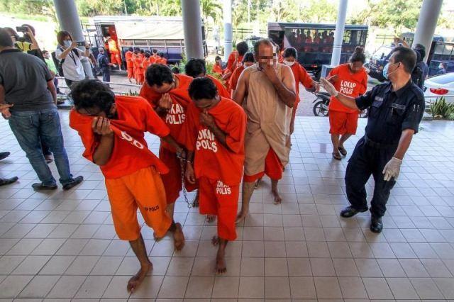 https: img.okeinfo.net content 2020 04 07 18 2195379 241-anak-di-bawah-umur-ditahan-karena-langgar-aturan-lockdown-malaysia-T5x8716Cm0.jpg