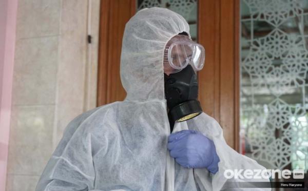 https: img.okeinfo.net content 2020 04 08 525 2196317 pandemi-covid-19-bupati-majalengka-ajak-para-pejabat-patungan-beli-masker-apd-OhhsGxtXaO.jpg