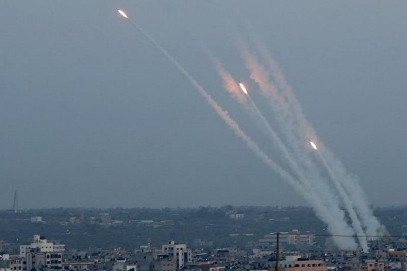 https: img.okeinfo.net content 2020 04 09 18 2196823 pangkalan-udara-as-di-afghanistan-dihantam-roket-is-klaim-bertanggung-jawab-eiOIILZCQM.jpg
