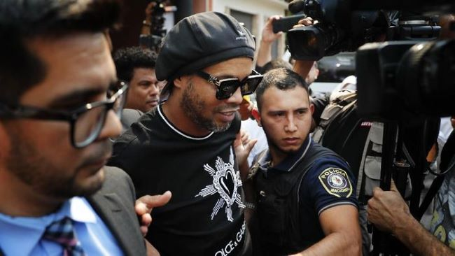 https: img.okeinfo.net content 2020 04 27 51 2205760 komentar-ronaldinho-usai-bebas-dari-penjara-di-paraguay-qyti0JliWx.jpeg