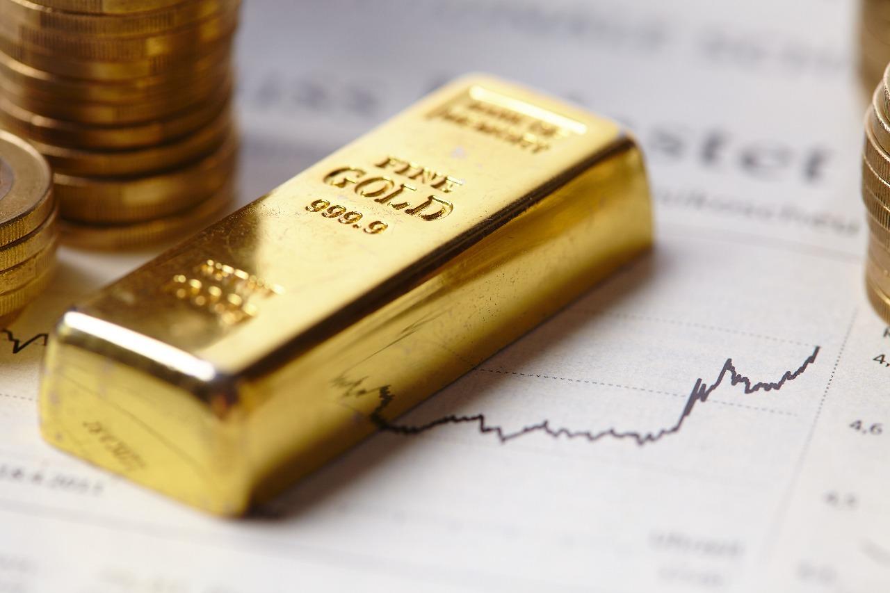 https: img.okeinfo.net content 2020 05 04 320 2208736 turun-rp2-000-harga-emas-antam-dibanderol-rp914-000-gram-COb9xMUPSg.jpg