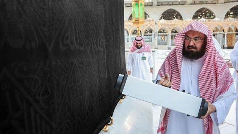 https: img.okeinfo.net content 2020 05 07 614 2210442 ini-cara-imam-besar-masjidil-haram-cegah-penyebaran-wabah-corona-XQJ2Umz3PM.jpg