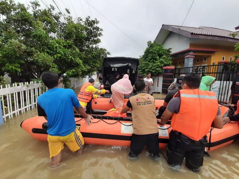 https: img.okeinfo.net content 2020 05 08 340 2211212 banjir-terjang-banda-aceh-dan-aceh-besar-tata-kelola-lingkungan-disorot-OQ57q7EEOS.jpeg