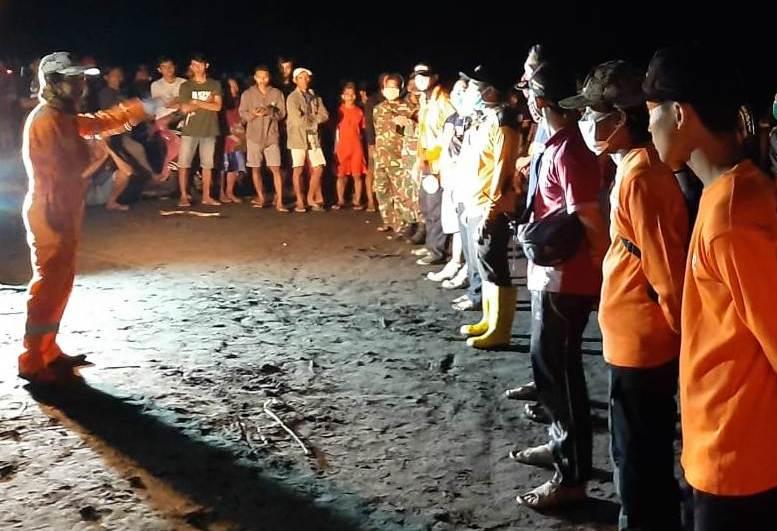 https: img.okeinfo.net content 2020 05 10 512 2211857 4-nelayan-tenggelam-di-pantai-goa-manik-seorang-ditemukan-meninggal-M9YqbEVzkL.jpg