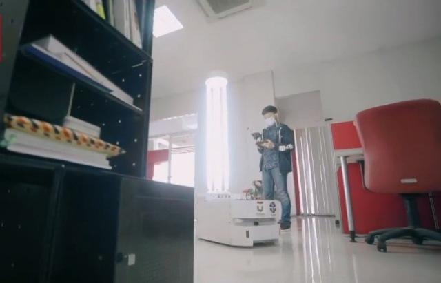 https: img.okeinfo.net content 2020 05 11 65 2212422 dosen-dan-mahasiswa-bandung-kolaborasi-buat-robot-pembasmi-virus-PrT2SDflkd.jpg