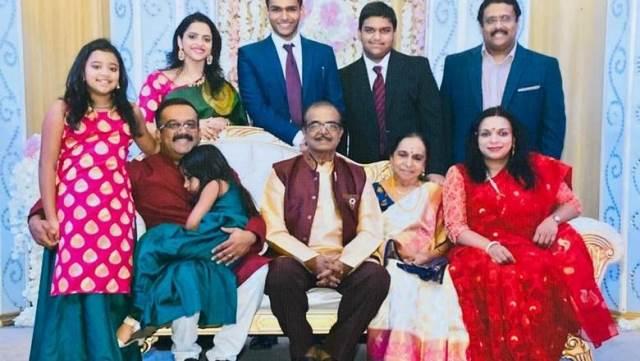 https: img.okeinfo.net content 2020 05 23 614 2218413 meski-non-muslim-dokter-india-ini-sudah-berpuasa-selama-20-tahun-LoveTQCoGx.jpg