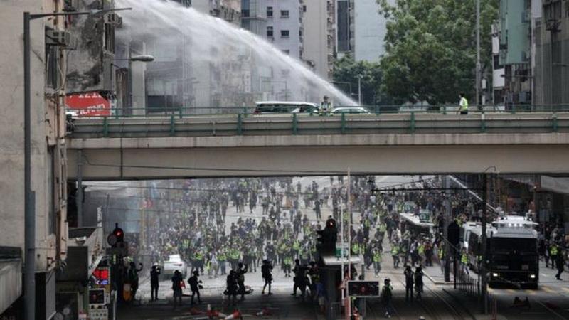 https: img.okeinfo.net content 2020 05 24 18 2219061 tangkap-puluhan-demonstran-polisi-hong-kong-tembakan-gas-air-mata-3SBSgGAftX.jpg